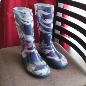 Butterfly rain boots size 13